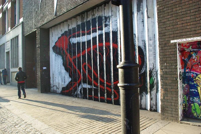 lenticular bunny rabbit street art by roa london 2009 (1)