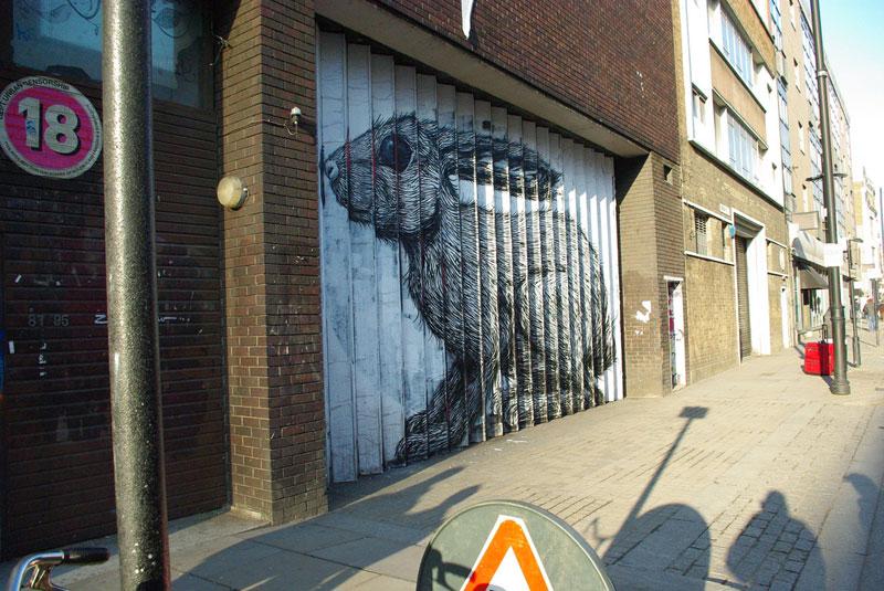 lenticular bunny rabbit street art by roa london 2009 (10)