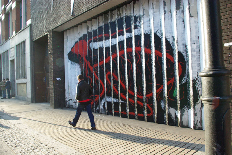 lenticular bunny rabbit street art by roa london 2009 (2)
