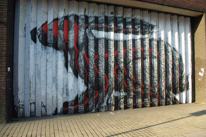 lenticular bunny rabbit street art by roa london 2009 (7)