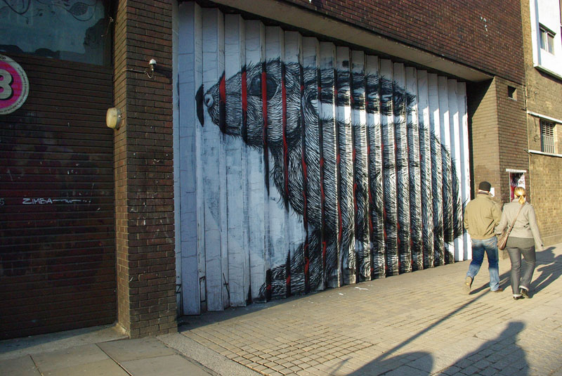 lenticular bunny rabbit street art by roa london 2009 (9)
