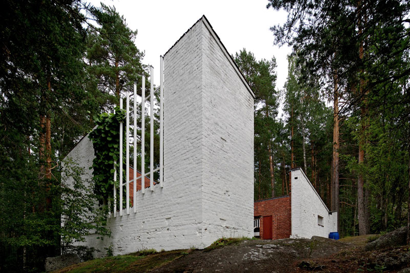 A Hollow House in theWoods