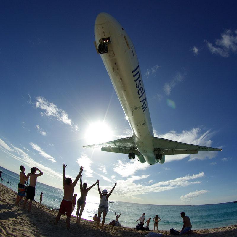 maho beach saint martin planes flying overhead Extreme Plane Spotting at Maho Beach, Saint Martin