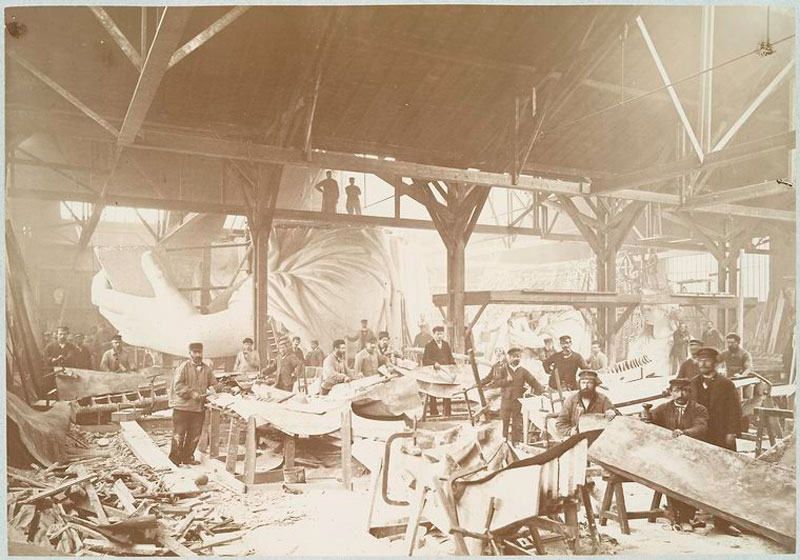 rare photos statue of liberty under construction 1883 (1)