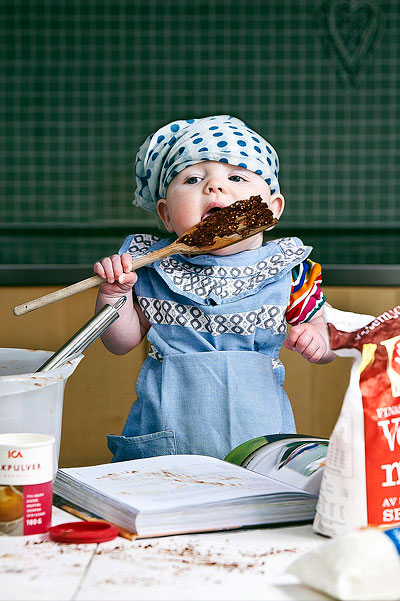 emil nystrom photoshops baby daughter into funny situations (5)