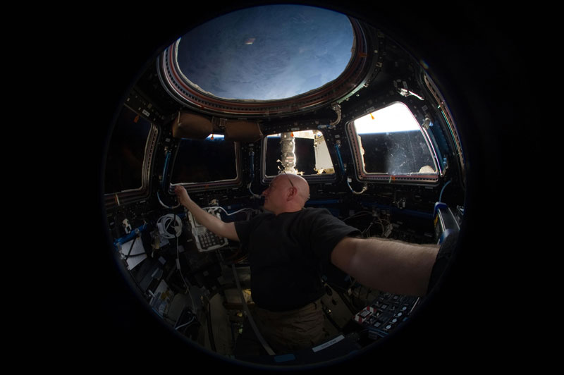 iss cupola the window to the world (10)