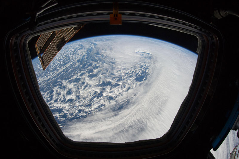 iss cupola the window to the world (11)