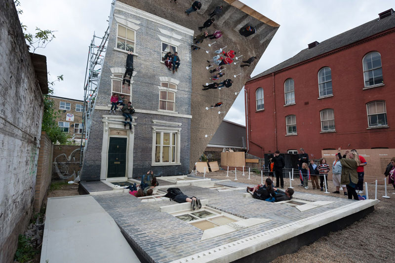 How To Climb a 3-Story House Without Leaving the Ground «TwistedSifter