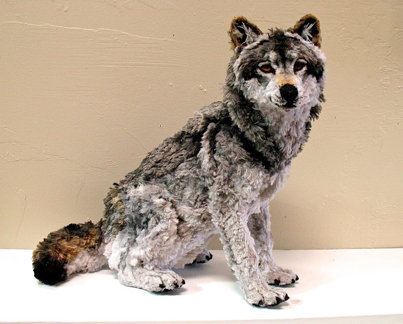 pipe cleaner wolf by lauren ryan 1 Artist Turns 4000 Pieces of Metal Into 10 ft, 550 pound Lion Sculpture