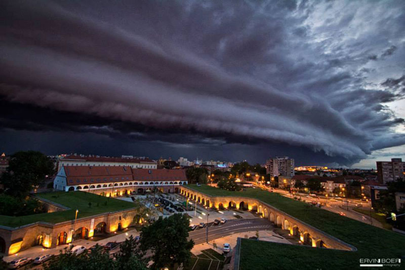 shelf cloud over timisoara romania ervin boer Picture of the Day: Shelf Cloud Over Timisoara