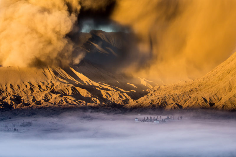 Temple-at-the-foot-of-Mount-Bromo