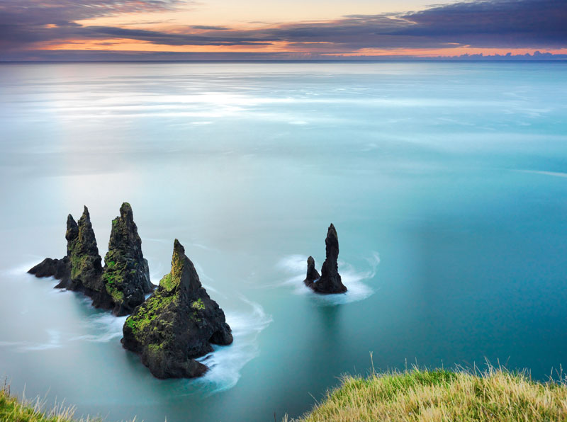 The-Reynisdrangar,-Iceland