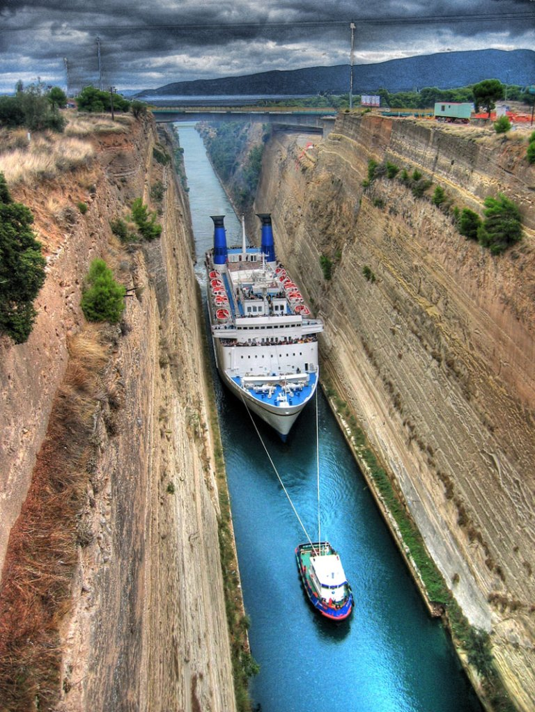 Picture of the Day: Big Ship in a Tiny Canal
