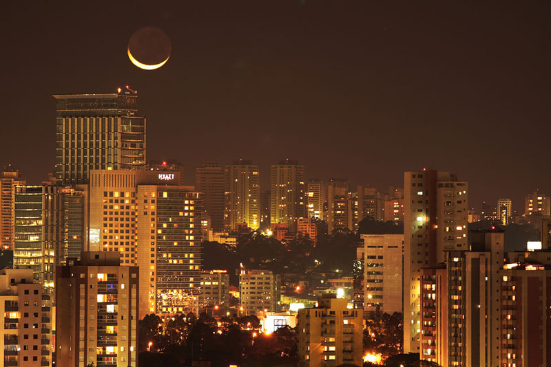 Picture of the Day: Crescent Moon Over Sao Paulo