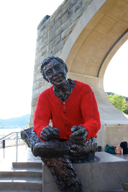 Someone Crocheted A Giant Sweater For This Mister Rogers Statue Twistedsifter