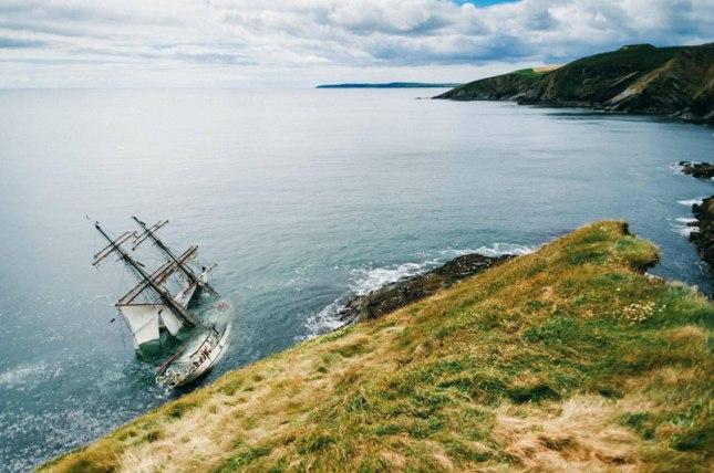 astrid-tall-sail-ship-run-aground-ireland