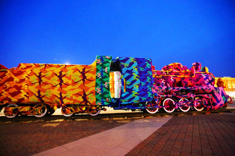crocheted locomotive lodz poland by artist olek (1)