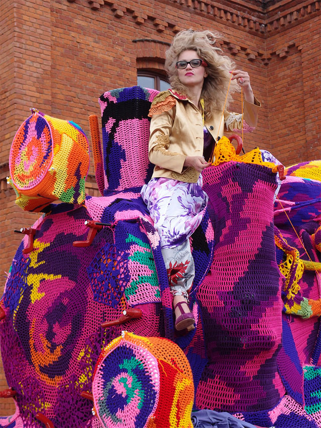 crocheted locomotive lodz poland by artist olek (10)