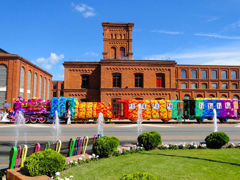 crocheted locomotive lodz poland by artist olek (3)