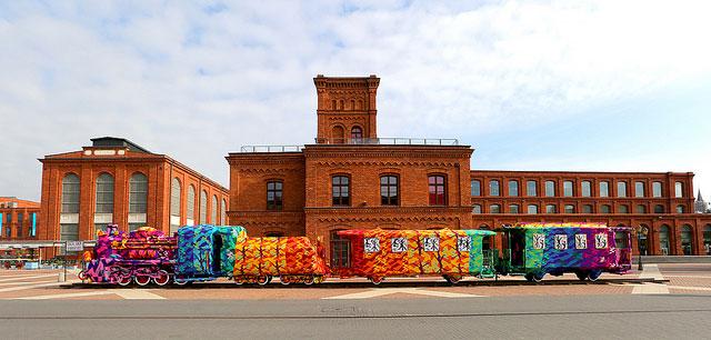 crocheted locomotive lodz poland by artist olek (5)