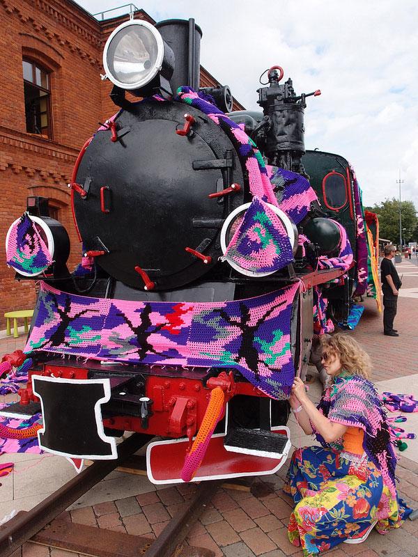 crocheted locomotive lodz poland by artist olek (7)