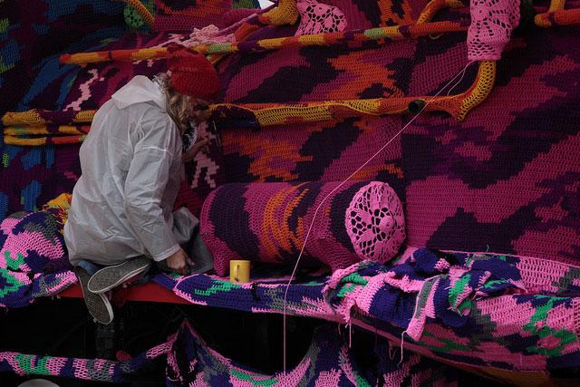 crocheted locomotive lodz poland by artist olek (8)