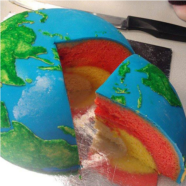earth planet cake by cakecrumbs 3 Spherical Layer Cake Planets by Cakecrumbs