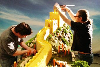 great-wall-of-pineapple-carl-warner-2