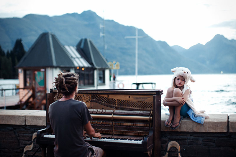 Piano-play-at-sunset