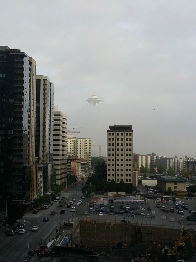 httptwistedsiftercom201308ufo-spotted-in-seattle-space-needle
