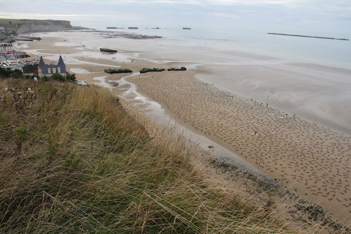 fallen soldiers etched into sand normandy beach peace day land art project (12)