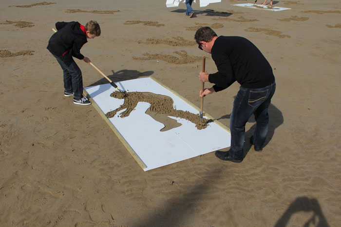 fallen soldiers etched into sand normandy beach peace day land art project (5)
