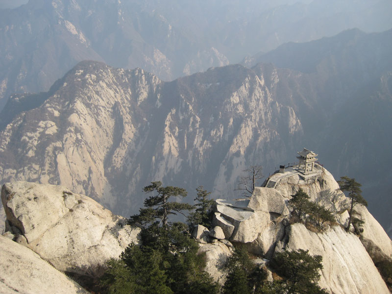 south peak cliffside plank path hua shan china (11)