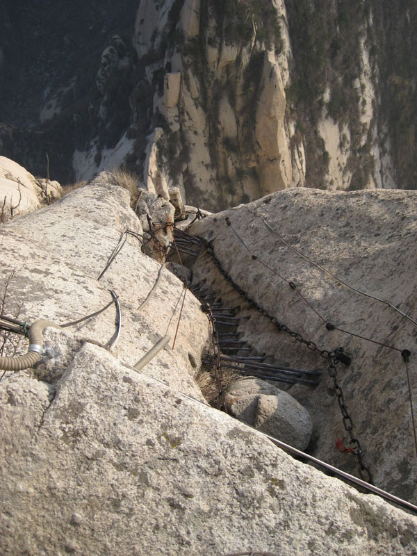 south peak cliffside plank path hua shan china (2)