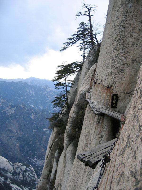 south peak cliffside plank path hua shan china (3)
