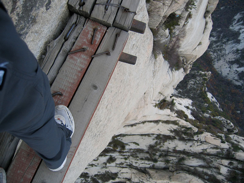 south peak cliffside plank path hua shan china (6)