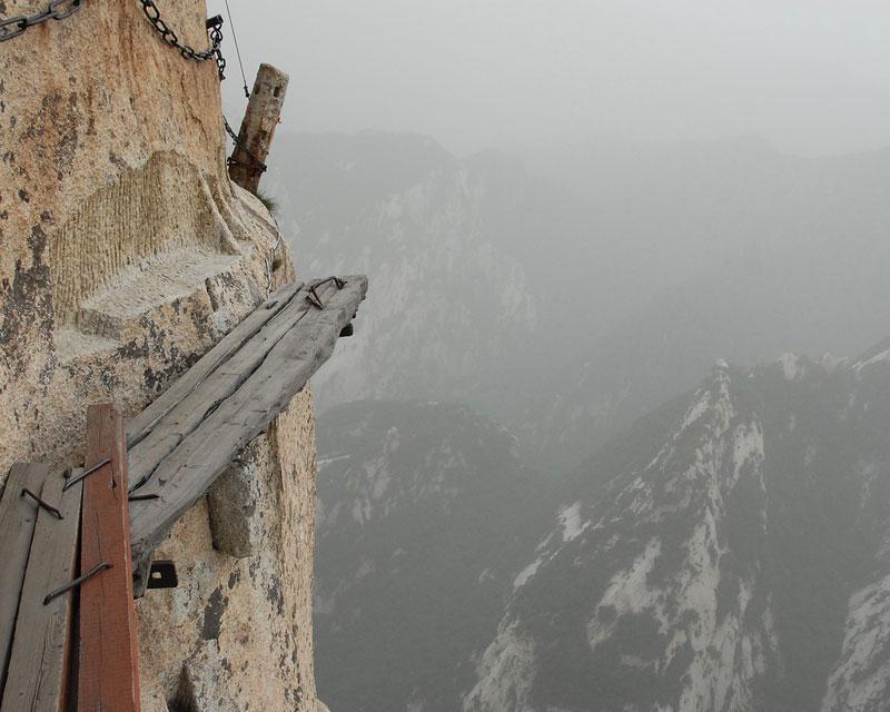 south peak cliffside plank path hua shan china (7)