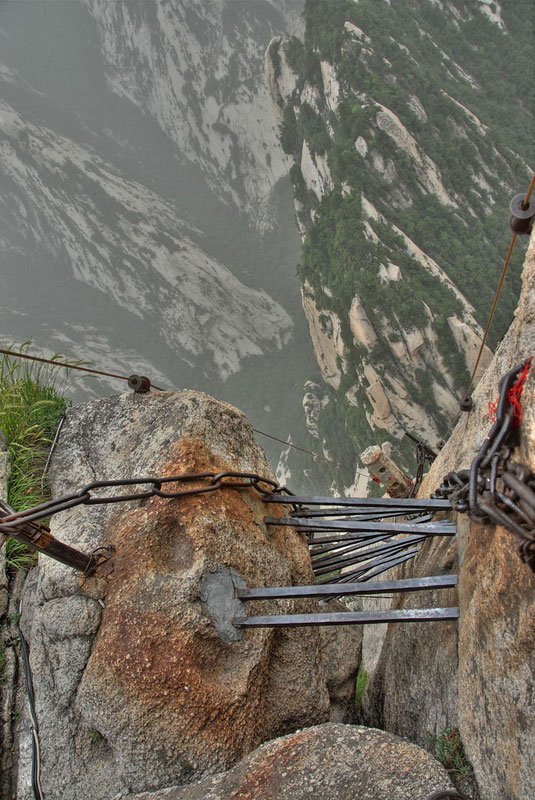 south peak cliffside plank path hua shan china (9)