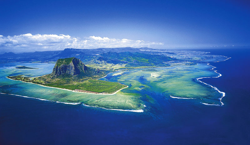 underwater waterfall trench le morne mauritius (7)