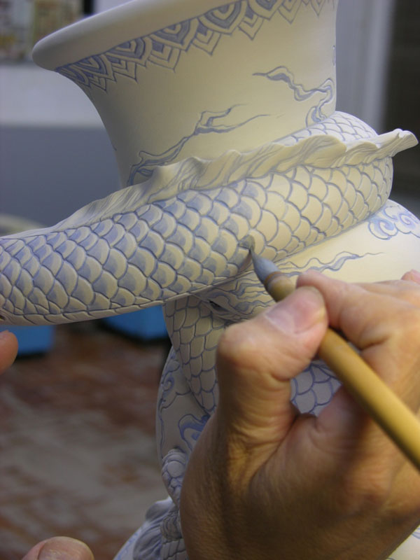 dragon strangling ceramic vase by johnson tsang (14)