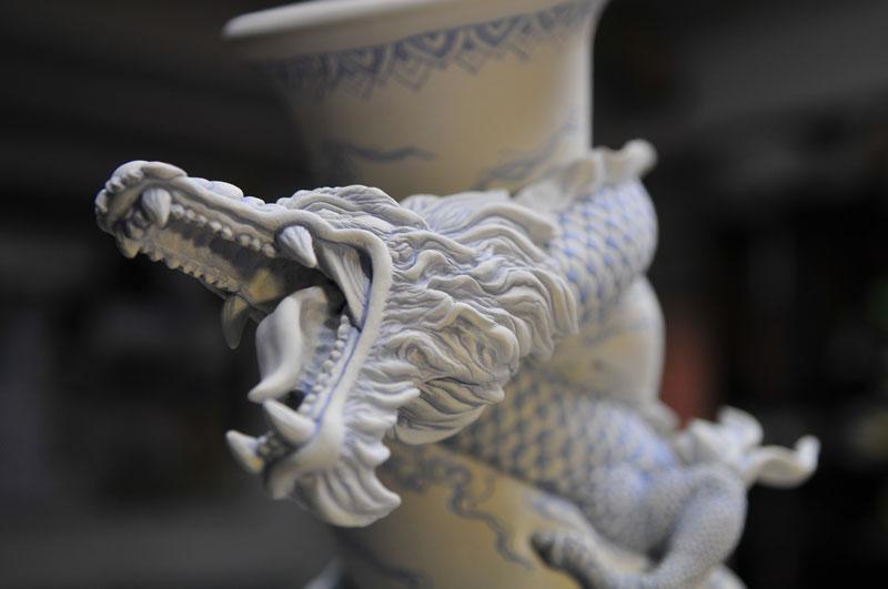 dragon strangling ceramic vase by johnson tsang (15)