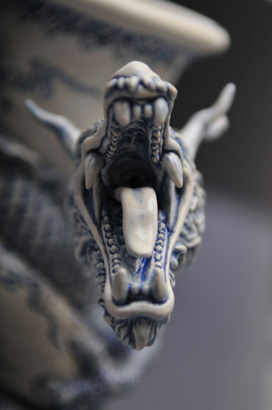 dragon strangling ceramic vase by johnson tsang (18)