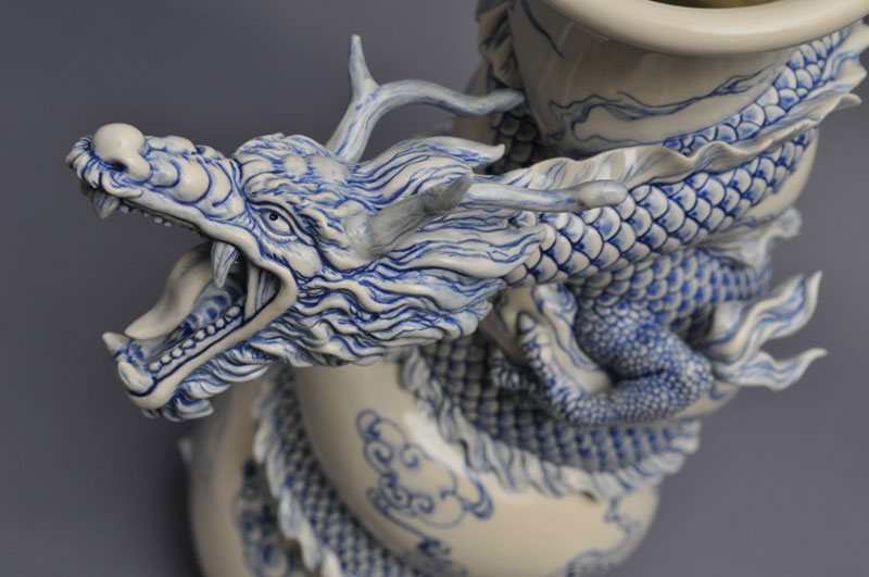 dragon strangling ceramic vase by johnson tsang (19)