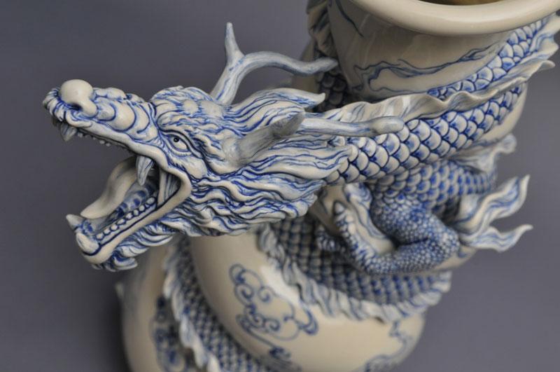 dragon strangling ceramic vase by johnson tsang (19)