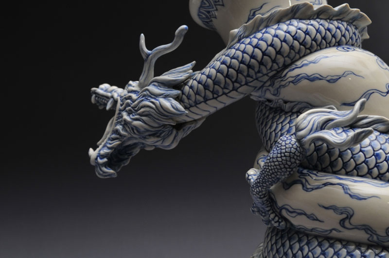 dragon strangling ceramic vase by johnson tsang (20)