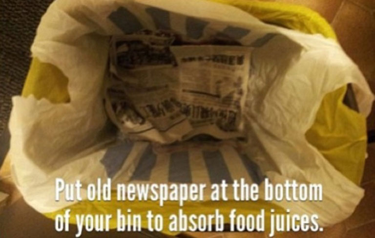 put newspaper at bottom of garbage to soak up liquids life hack 40 Clever Life Hacks to Simplify your World