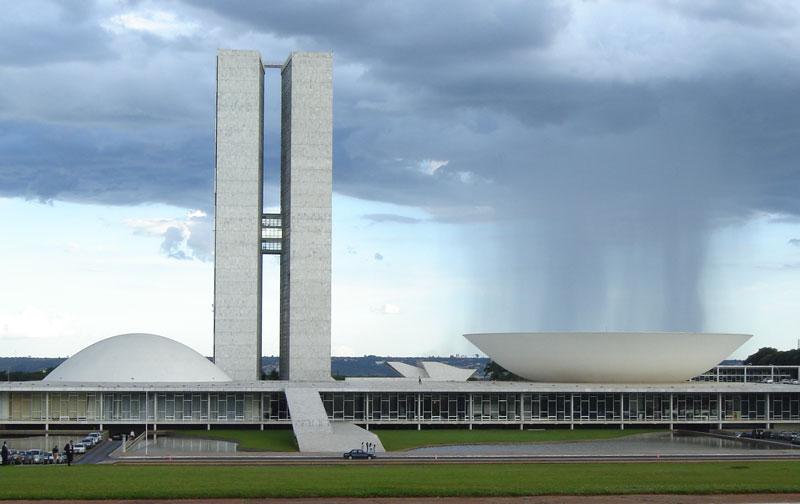 rain-cloud-over-bowl-at-Brazilian_National_Congress-perfect-timing