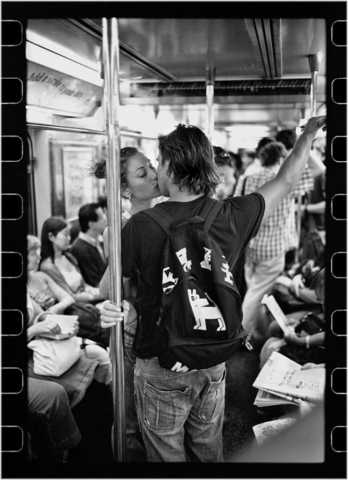 romantic moments on new york subway street photography by matt weber (5)