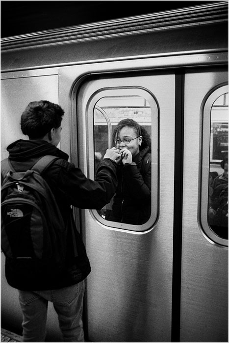 romantic moments on new york subway street photography by matt weber (8)