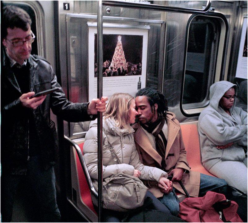 romantic moments on new york subway street photography by matt weber (9)